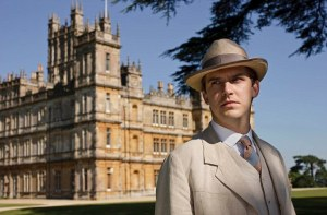 Matthew Crawley in front of Downton Abbey