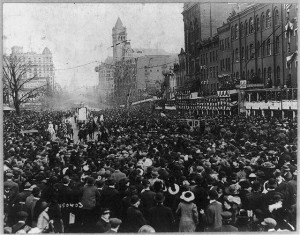 Crowds on Pennsylvania Avenue during the 1913 parade.